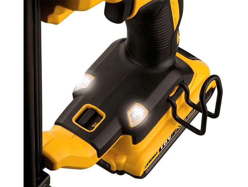 Аккумуляторный гвоздезабиватель DeWALT DCN680D2